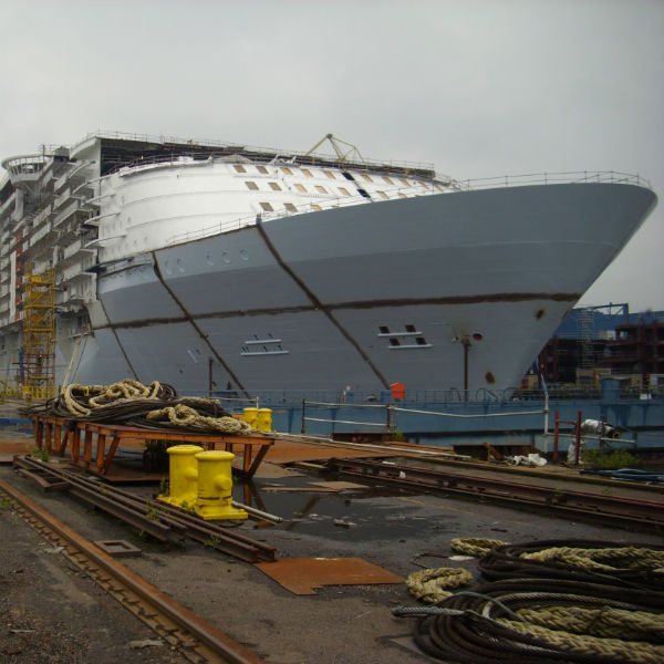 Royal Caribbean's Oasis of the Seas, under construction in ... Oasis Of The Seas Construction
